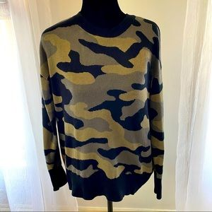 isaac mizrahi camo black long sleeve sweater